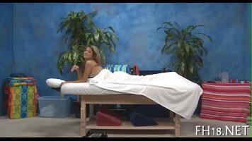Sunt din ce in ce mai cautate tinerele la saloanele de masaj erotic pentru a satisface