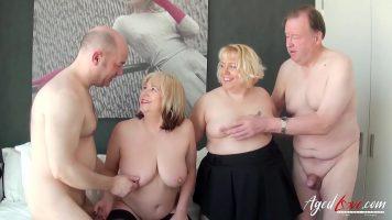 Doua curve cu sanii mari mature care fac sex cu un baietel tanar