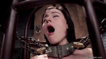 Participa la o lectie de masturbare foarte agresiva aceasta tarfa tanara
