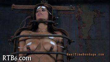 Are sanii mari si a fost selectata sa participe la un experiment de masturbare aceasta