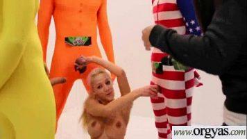 La o sedinta video aceasta tanara blonda cu sanii frumosi face sex foarte